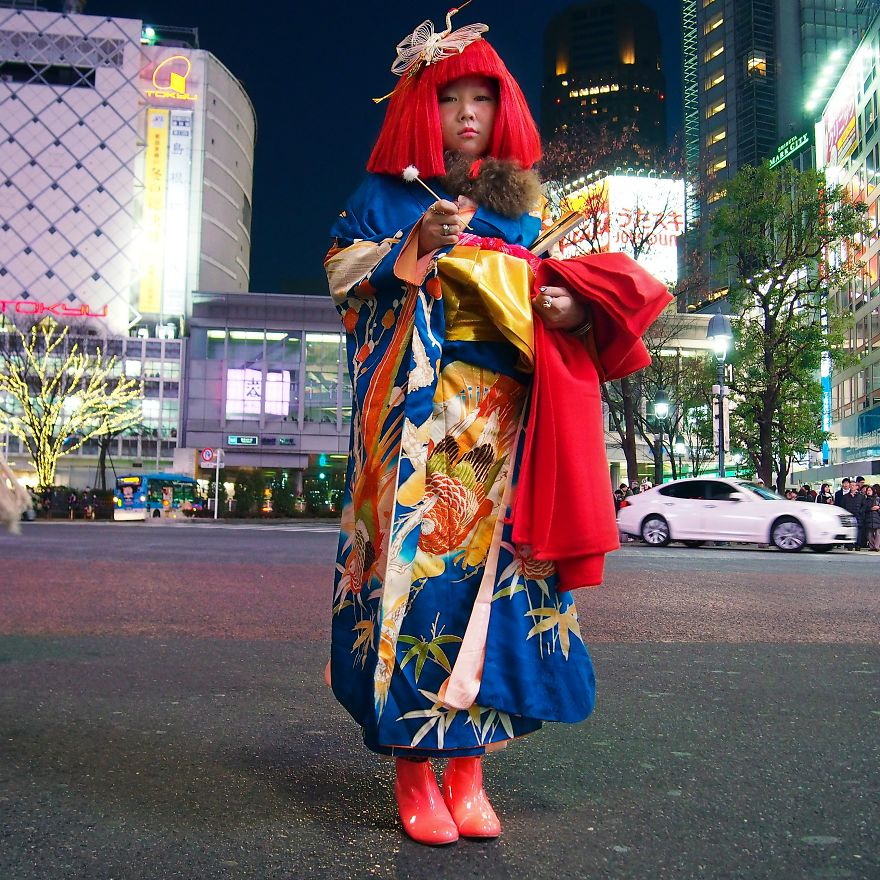Akamay, Performans sanatçısı, Japonya