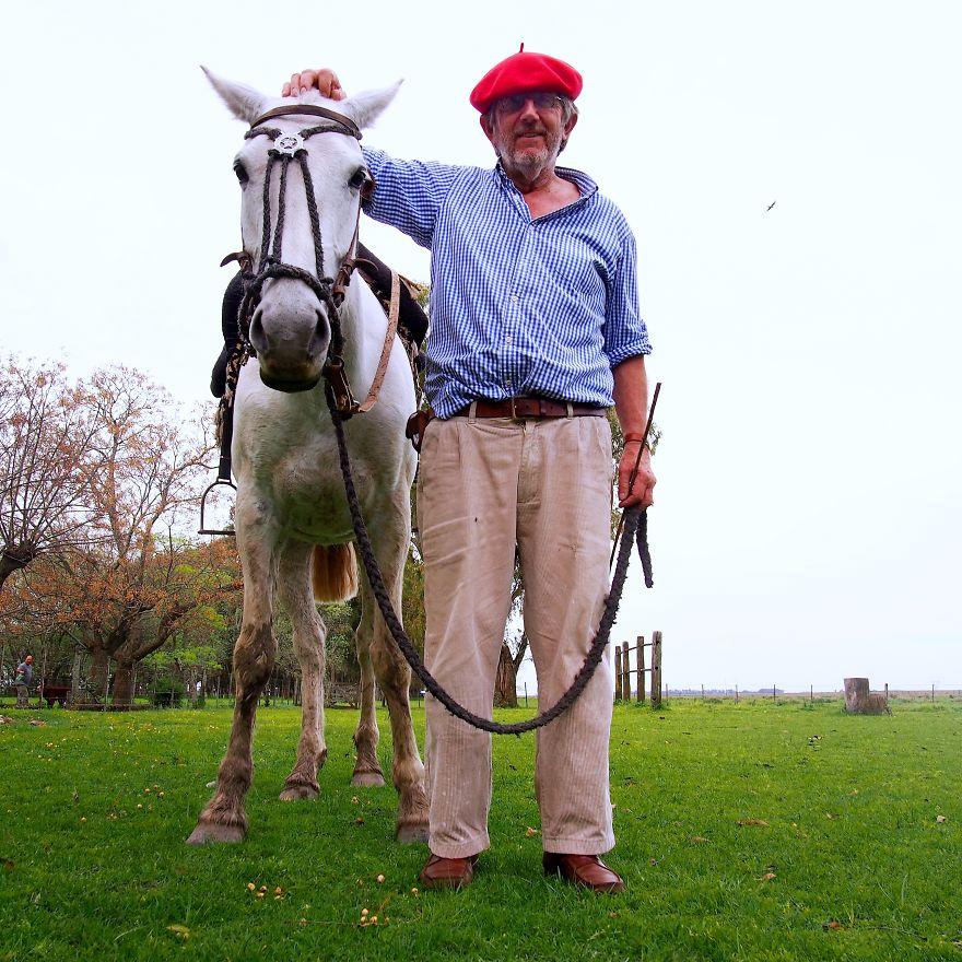 Hayvancılıkla uğraşan Jorge, Arjantin