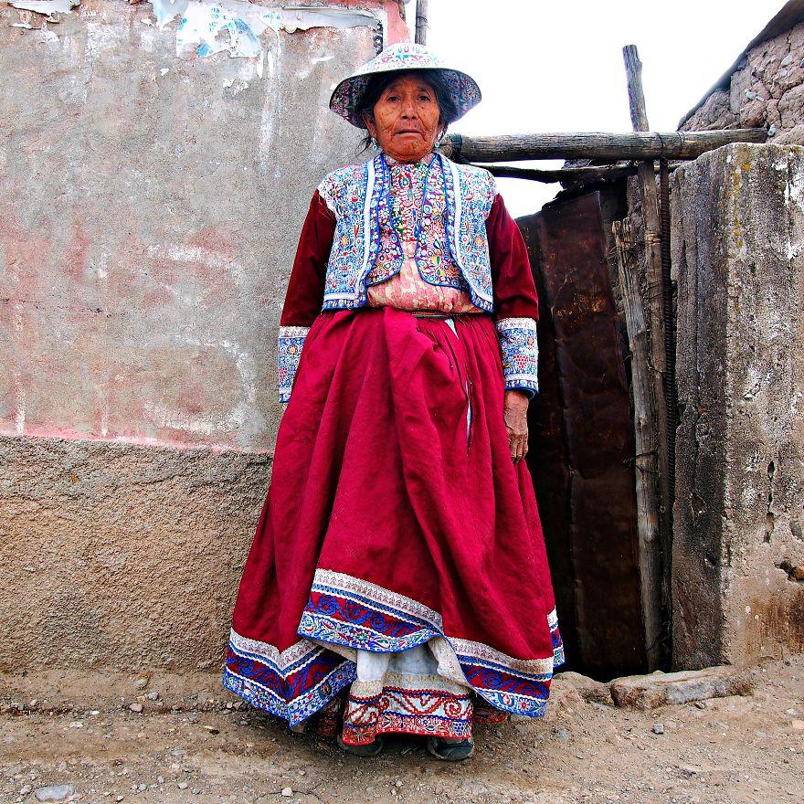 Günlük kıyafetleriyle Maria adındaki köylü, Peru