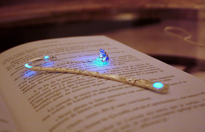 karanlıkta parlayan kitap ayraçları