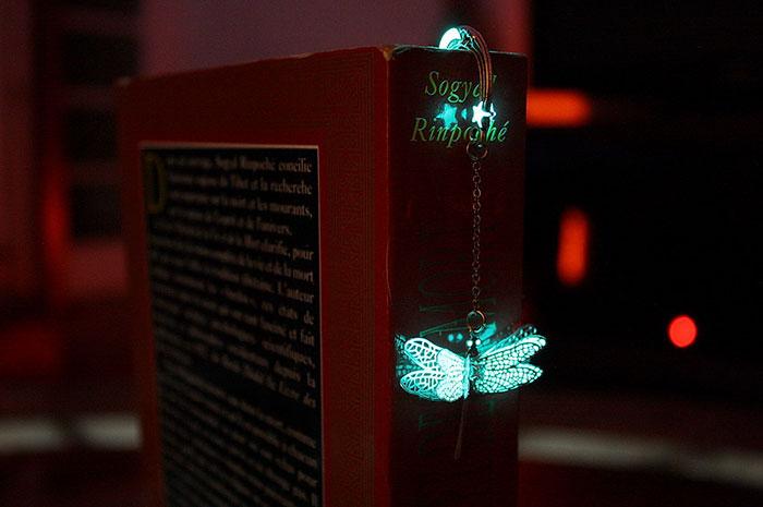 Manon Richard karanlıkta parlayan kitap ayraçları tasarımları