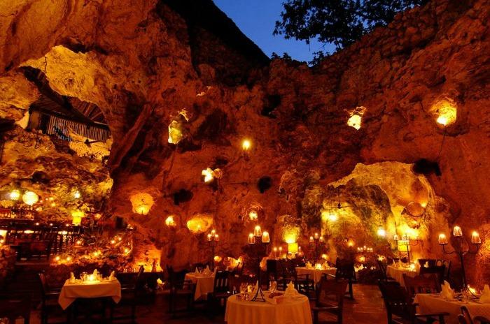kenya ali barbours cave restoran