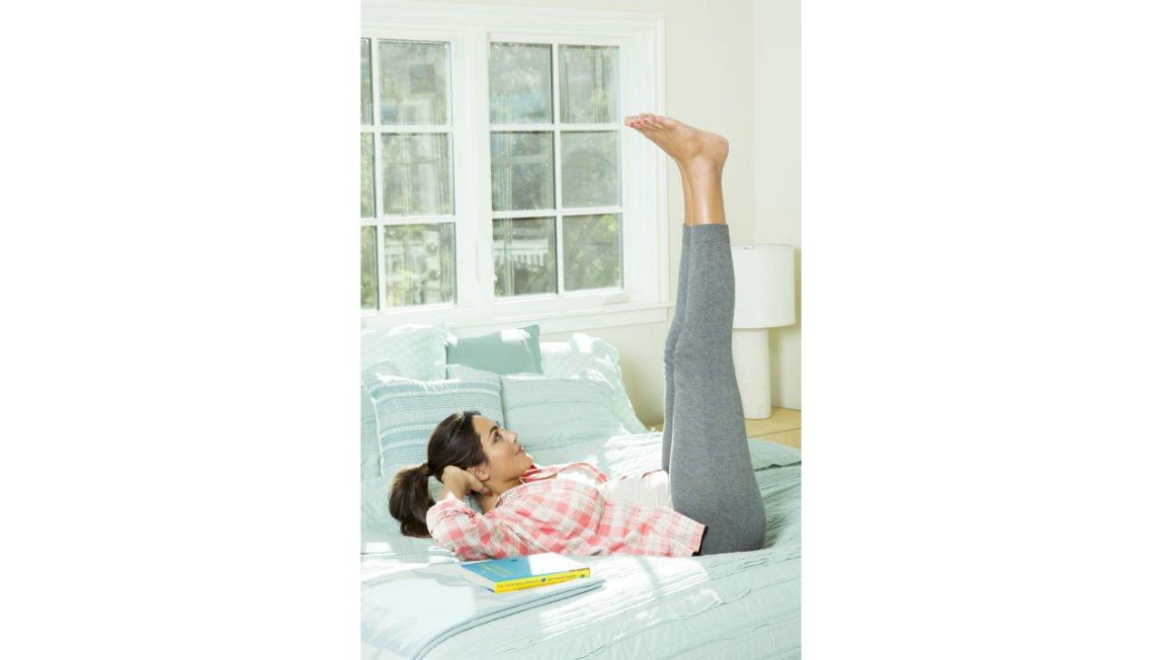 yatakta yapabileceginiz egzersizler leg spinners galeri
