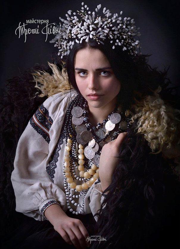 Ukrayna geleneksel baş süsü kıyafetleri