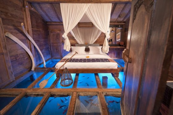 denizde camlı yatak odası