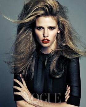 Lara Stone Bu kez Vogue Kore'ye  Çalıştı