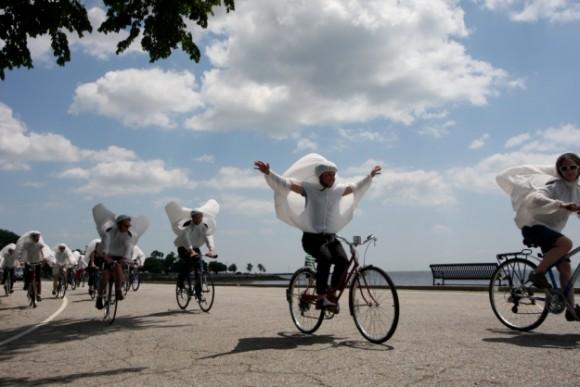 Balon Kostümleriyle Bisiklet Show