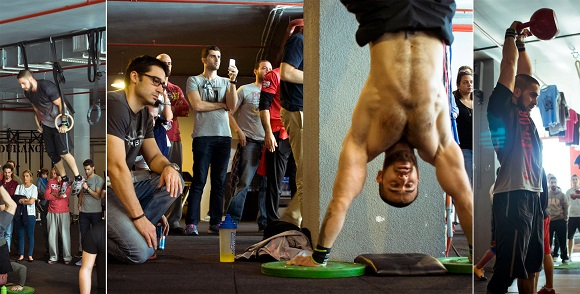 Hazar Muscle-up, Handstand Push-up ve Kettlebell Swing yaparken