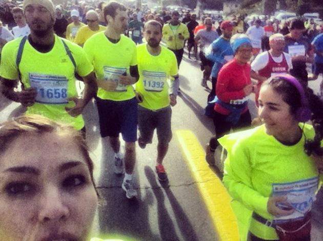 Arkadaşım Rüya Baraz ile yürüttüğümüz koşu grubu İstanbul Koşu Kuvvetleri'yle bir önceki haftasonu Avrasya Maratonu'nda 15K koşarken.