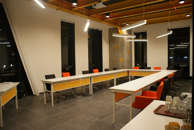 Projeksiyonlu toplantı odaları