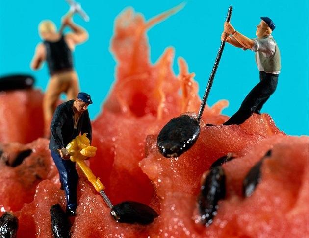 Yiyecekler Dünyasındaki Minyatür İnsanlar