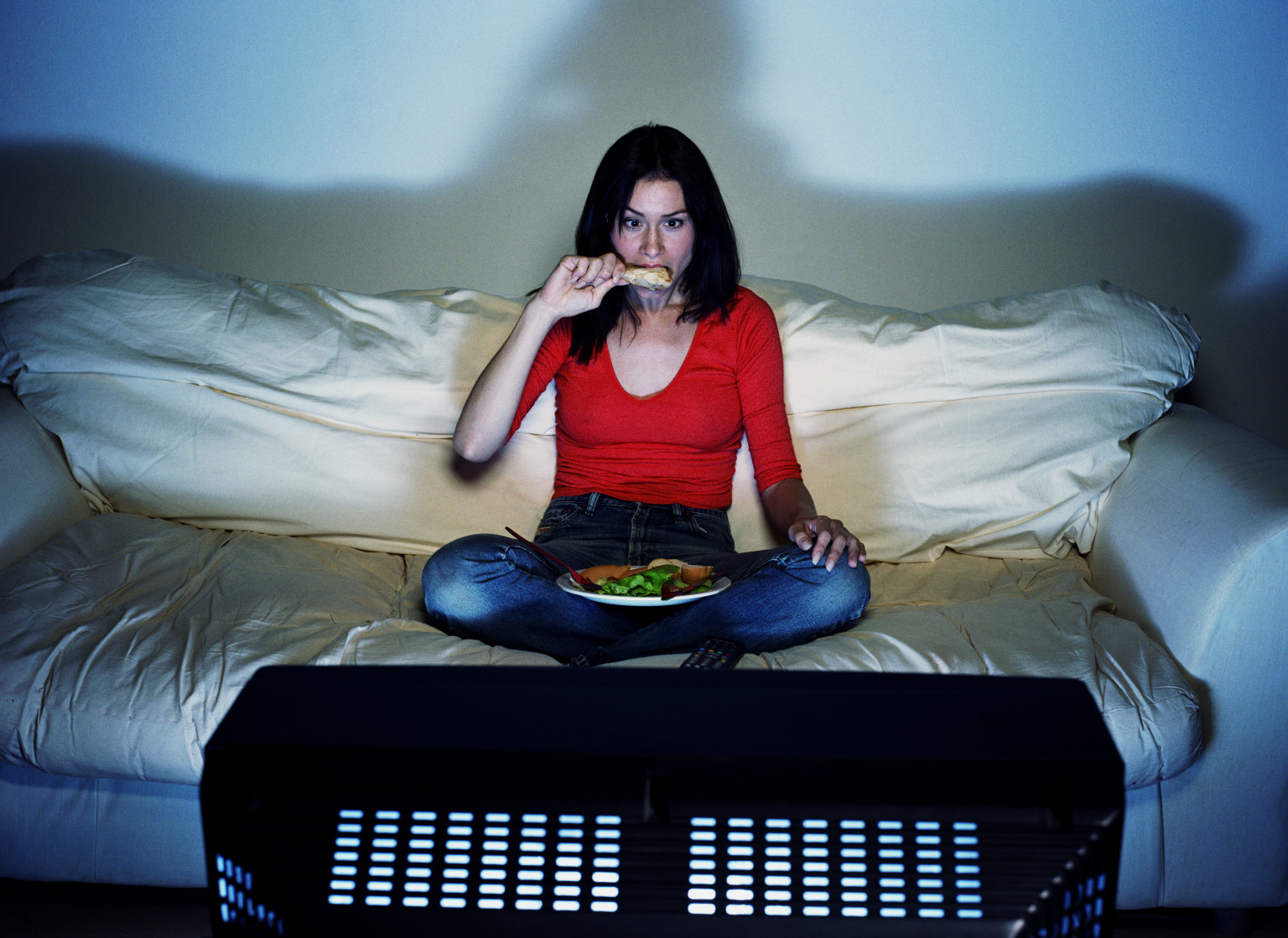 Farkında olmadan yemek yemeyi abarttığımız 4 ortam