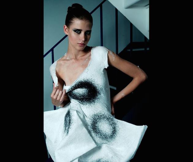 spreyle yapılmış elbise