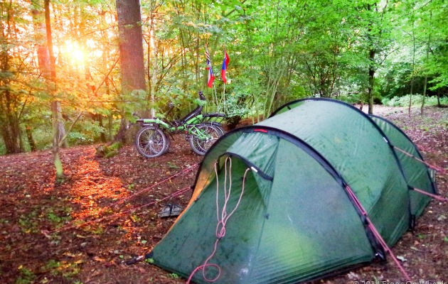 çadır ve bisiklet