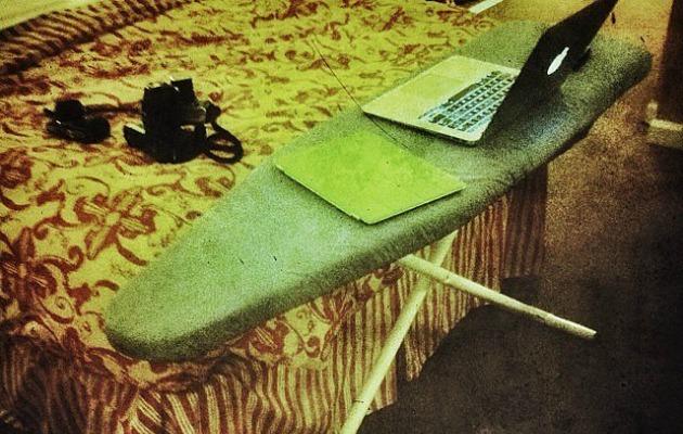 ütü masasını laptop için kullanmka