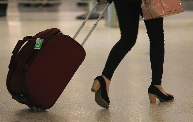 havaalanında güvenlikte beklemeden geçmek