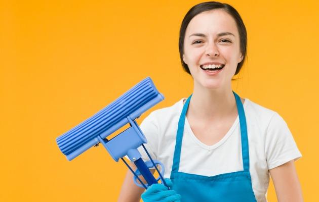 temizlik yapan kadın