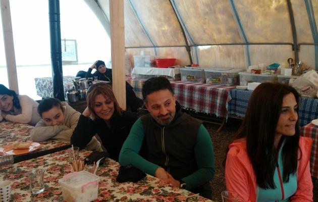 yemek masası mutlu insanlar