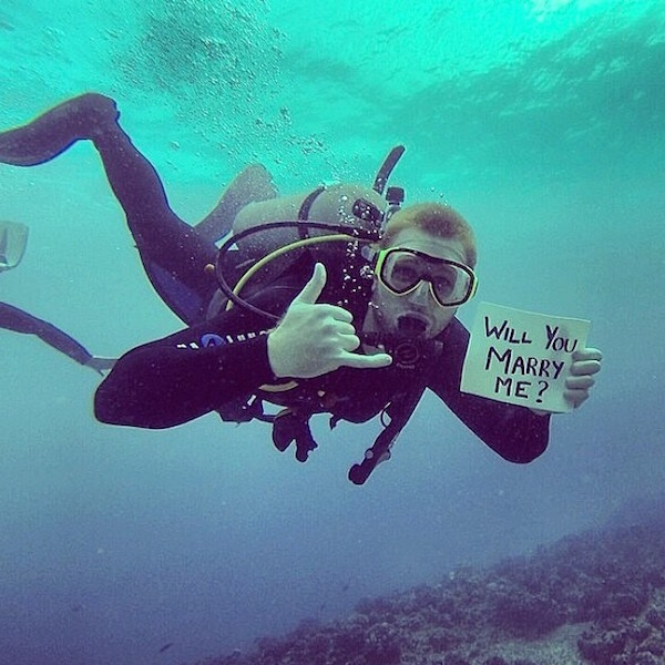 su altında evlenme teklifi