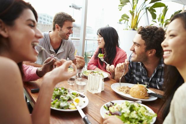 Tatilde akşam yemeğini kimde yemek istersiniz?