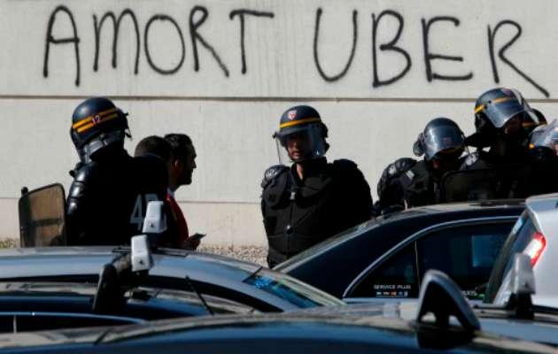 Uber protestoları: Yeni teknolojileri yasaklamak mümkün mü?