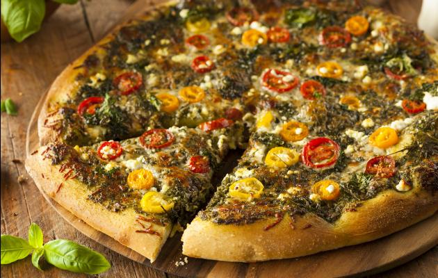 Alternatif pesto sosu tarifiyle beraber fesleğen ve reyhanın kullanım alanları