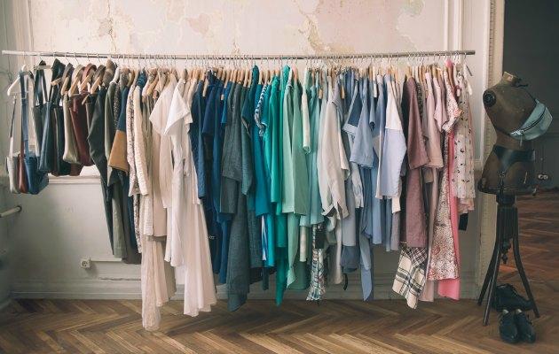 Ne giyeceğim derdinden kurtulmak için dolabınızı fazlalıklardan temizleyin