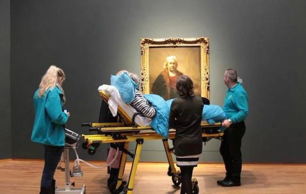 En sevdiği Rembrandt tablosunu son defa izleyen kadın
