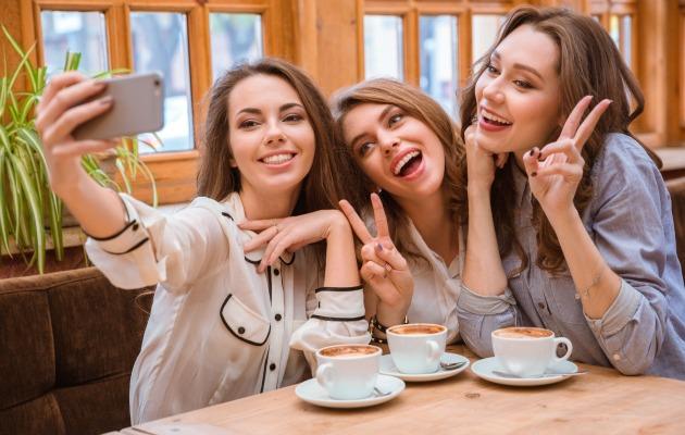 Kızlarla kahve keyfi