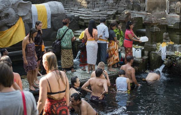 Bali'de geleneksel bir arınma ritüeli