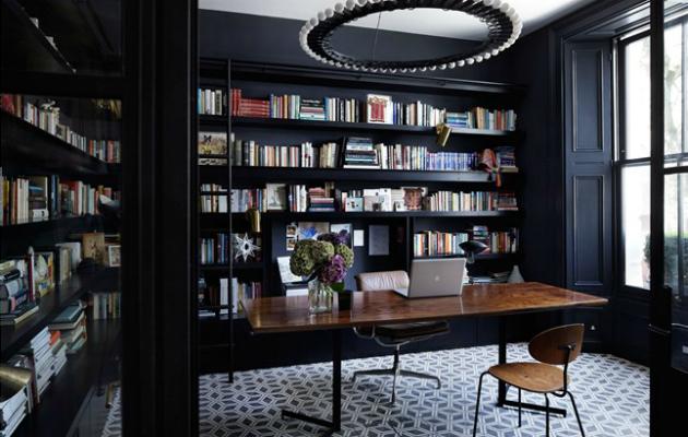 Ev dekorasyonunda siyah renk geniş yüzeylerde kullanılabilir