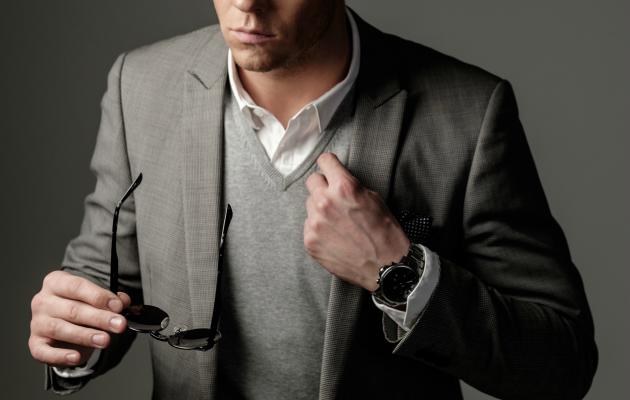 Business casual giyim kodunda gömleğinizin üstüne süveter ya da yelek giyebilirsiniz