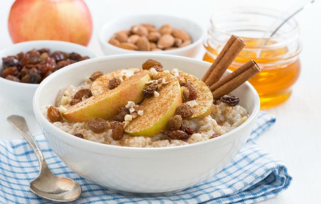 Elmalı yulaflı puding harika bir kahvaltı öğünü