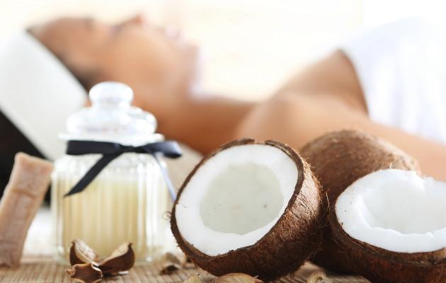 Hindistan cevizi yağı cilde sürüldüğünde anti-aging etkili bir kremden farksızdır