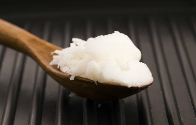 Hindistan cevizi yağını hem yiyebilir hem de haricen uygulayabilirsiniz