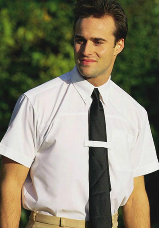Kısa kollu gömlek kravat kombinasyonundan kaçının