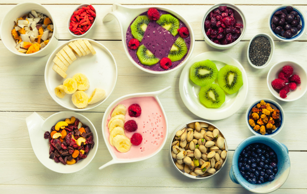 Taze meyveler ve yağlı tohumlar Paleo diyetinin en çok tüketilen besinlerinden
