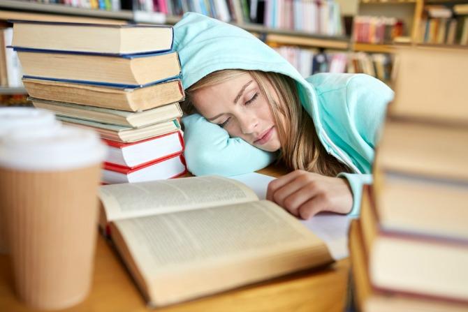 Gece geç saatlere kadar çalışmak mı yoksa uyumak mı daha yararlı?
